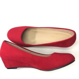 Dream Pairs Debbie red suede low wedge size 6.5